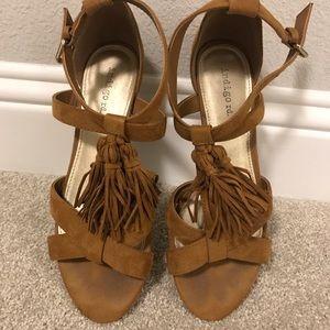 Indigo rd. Camel Tassle Sandals